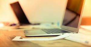 Laptops auf Schreibtisch