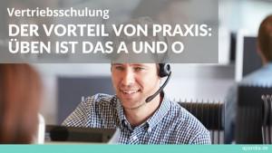 Bild: Mitarbeiter Call-Center Text: Vertriebsschulung. Training ist das A und O.